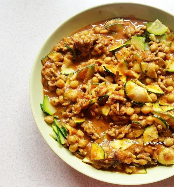 Curry z ciecierzycą i mięsem mielonym