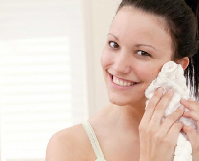 Cara membersihkan wajah dengan benar