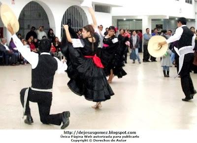 Foto de Jóvenes bailando la Marinera Norteña. Foto de marinera por Jesus Gómez