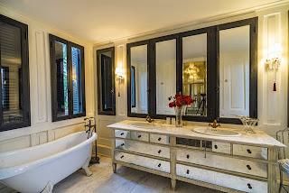Bồn tắm, chậu rửa và hệ vòi nước cao cấp, mang tinh thần Ý