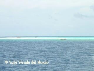 Maldive Mare azzurro e spiagge bianchissime
