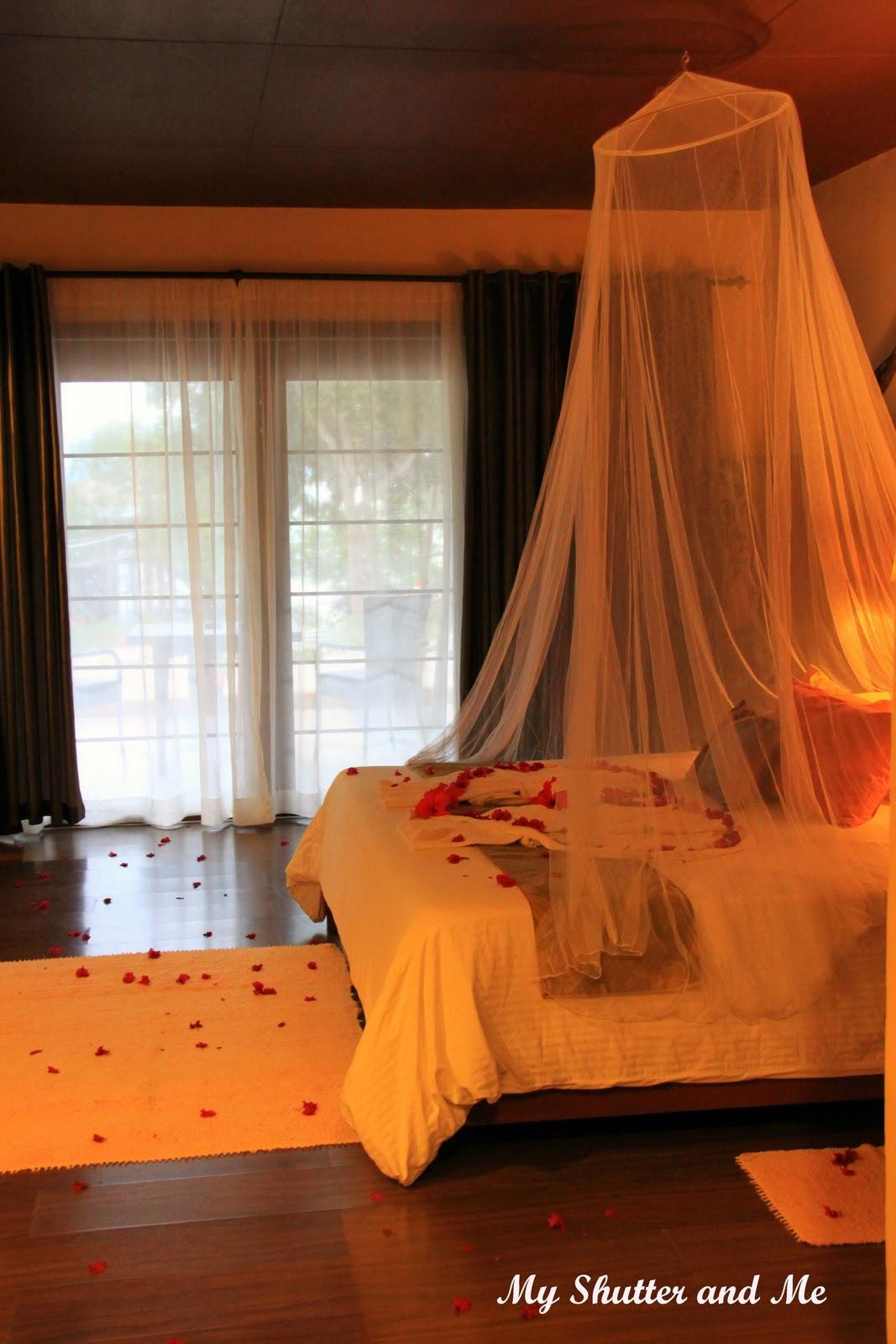 Romantic Hotel Room Ideas: Wedding Night Hotel Room Decorations