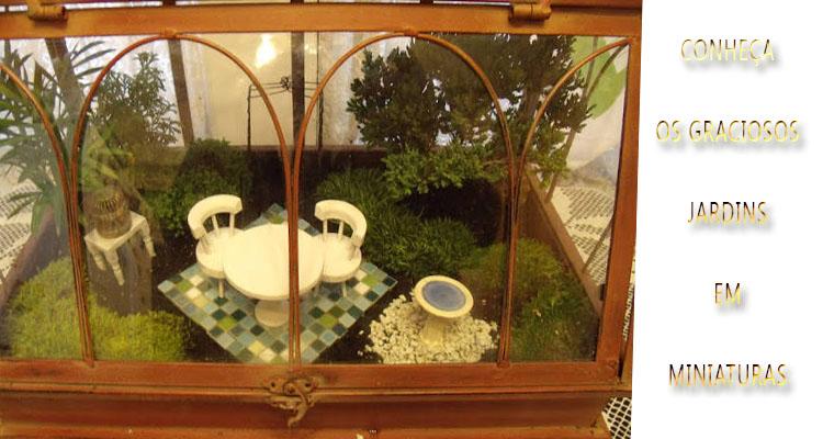 Vasos com mini jardins
