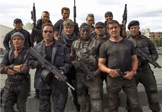 Schwarzenegger junto a Stallone y sus amigos en Los Mercenarios