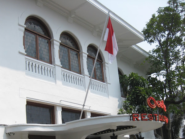 Rendang Berbungkus Nasi Merah ala Oasis Restaurant