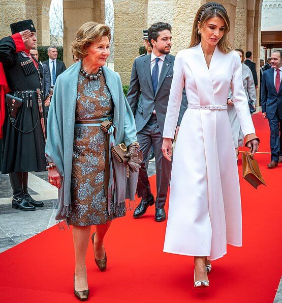 King Harald and Queen Sonja, King Abdullah, Queen Rania and Crown Prince Hussein. Elena Ghisellini cercle maya shoulder-bag