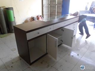 Semarang Furniture - Meja Kasir Plus Etalase Roti