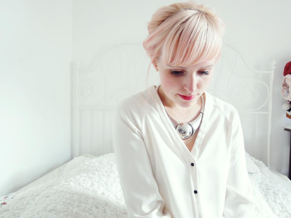 Haarschnitt: Sie hat rosa Haare von L