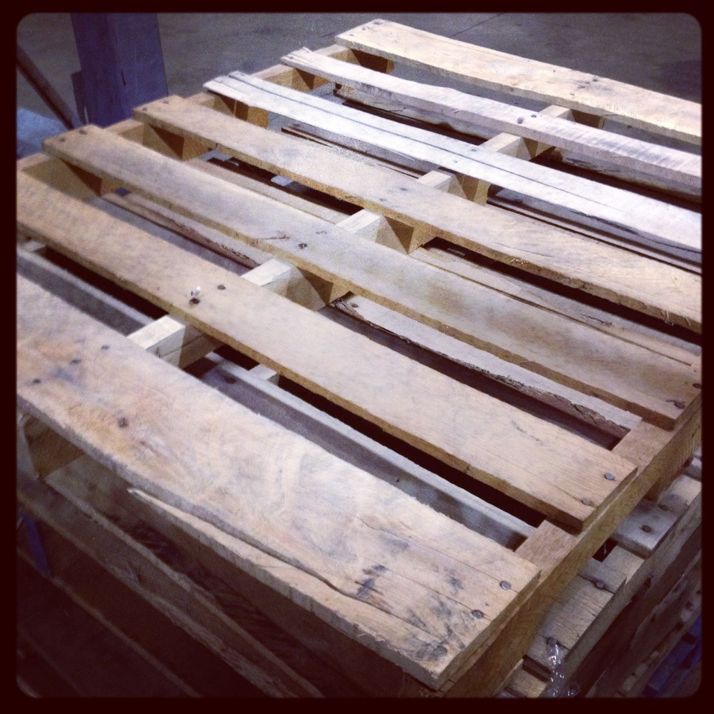 A Simple Kind Of Life: Trending: Pallets In Home Decor