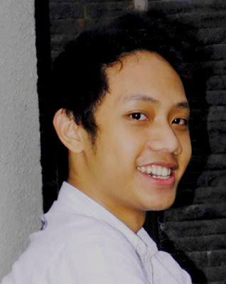 senyum menawan Blogger Eksis