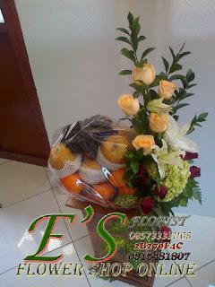 parcel bunga buah mawar untuk hadiah