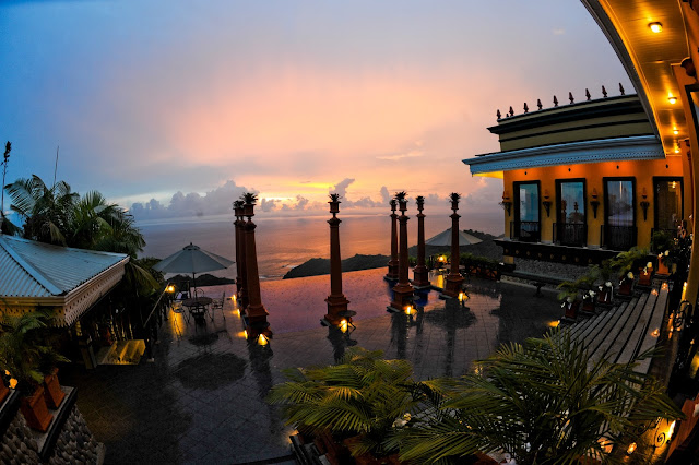 Disfrutad de vuestra boda con vistas al Pacífico en el Hotel Villa Caletas en Costa Rica