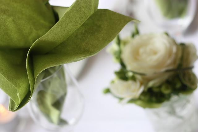 Hochzeitsempfang - Hochzeit in Grün und Weiß im Riessersee Hotel Garmisch-Partenkirchen Bayern, Regenhochzeit im Sommer, Wedding Bavaria - wedding green white