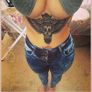 Tatuajes debajo de los senos, tendencias del 2017