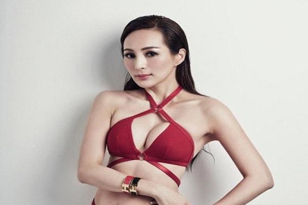 Bất chấp tuổi 54 hoa hậu châu á vẫn ăn diện sexy khi bị đại gia hắt hủi