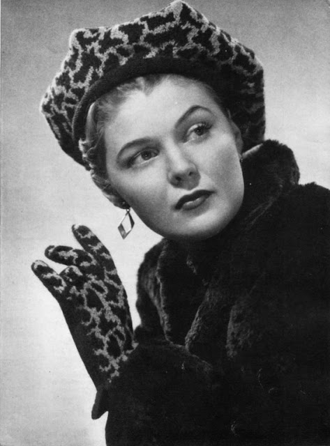 The Vintage Pattern Files: 1940s Free Knitting Pattern - Leopard Hat and Gloves