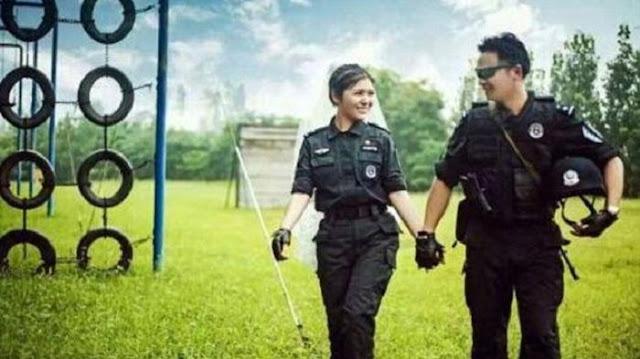 Diminta Pura-pura Pacaran Demi Tugas, Dua Polisi Ini Malah Menikah Betulan. Kisahnya Jadi Viral