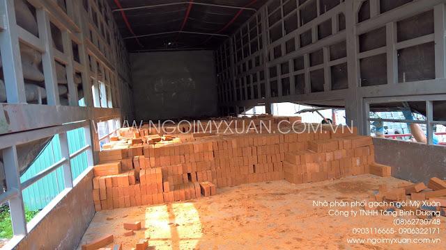 Gạch đinh nhập kho Quận 12, TP. Hồ Chí Minh.