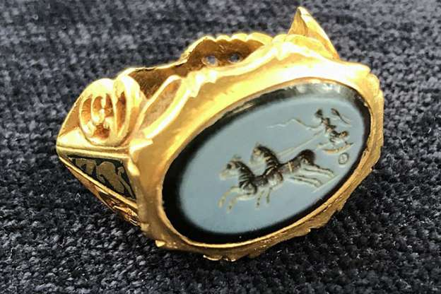 8cec5aea3e30 Treasure Hunter Discovers a 1,800-year-old Roman Signet Ring ...