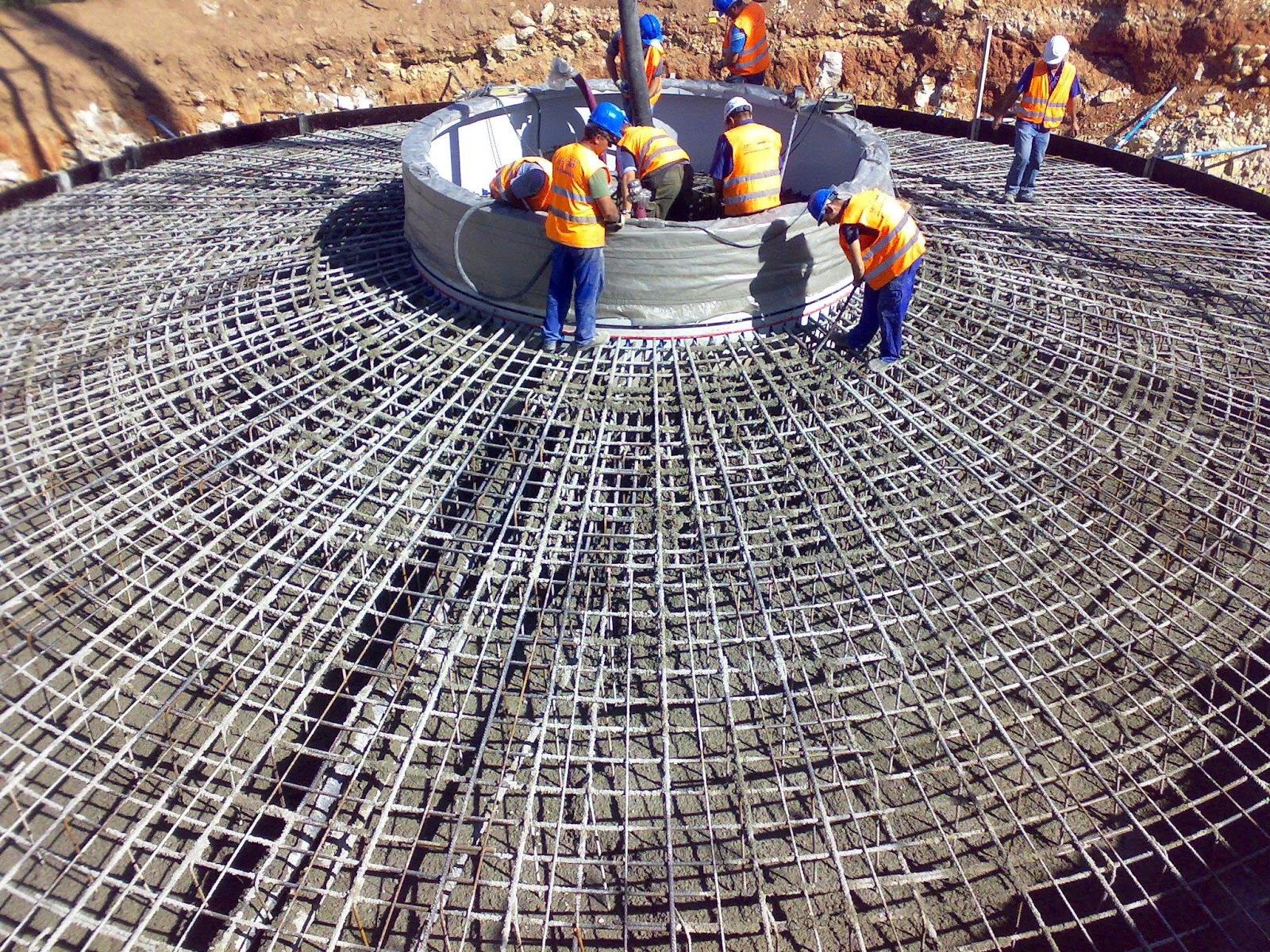 para solucionar este aspecto se incluye en el hormign al acero y pasamos a tener hormign armado el acero asume los esfuerzos de traccin y el hormign