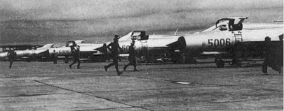 gambar pesawat tempur MIG-21 milik Indonesia