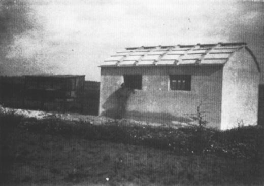 רפת ששימשה כבית מגורים, כפר נטר 1943