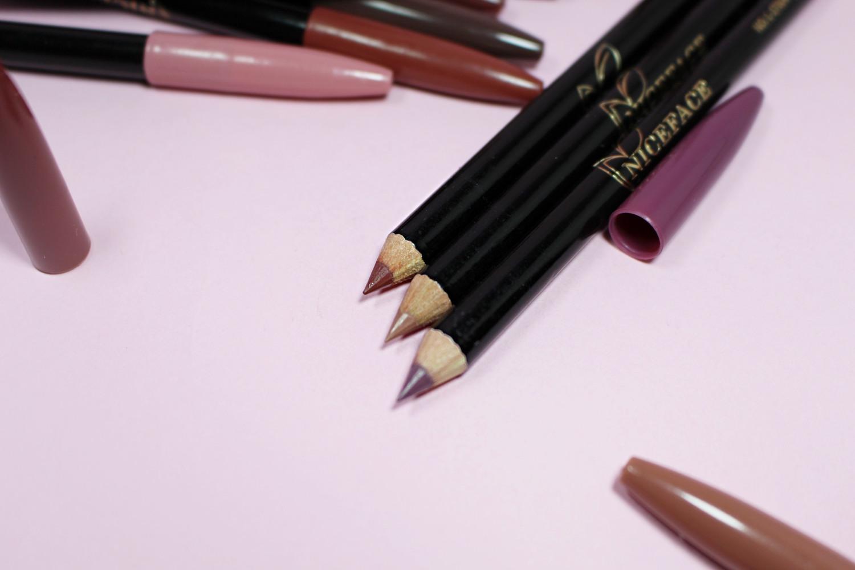 Nude Lipstick Girl