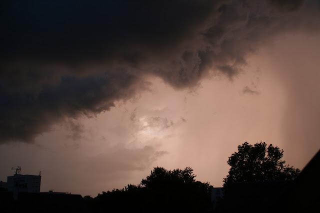 Ciel orageux au crépuscule (juillet 2012)