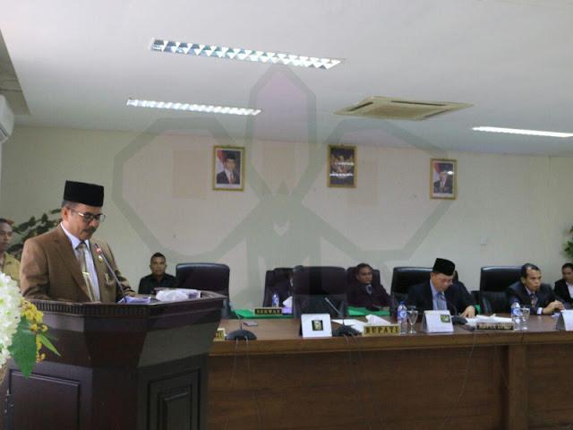 Agustinus Utuwaly Sampaikan  Raperda MTB Tahun 2018