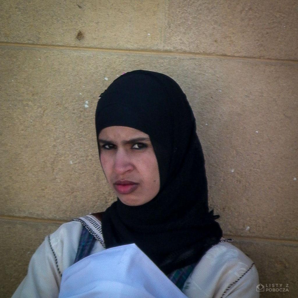 kobieta w chuscie maroko