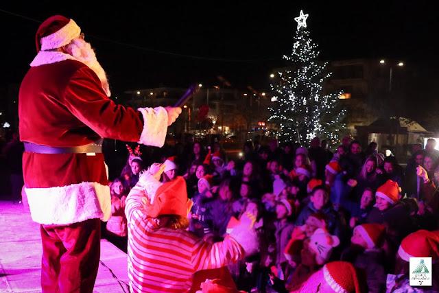 Φωταγωγήθηκαν τα Χριστουγεννιάτικα Δένδρα σε Ν. Μηχανιώνα και Περαία