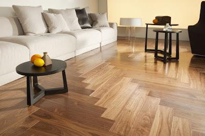 ván sàn gỗ tự nhiên luôn sáng bóng