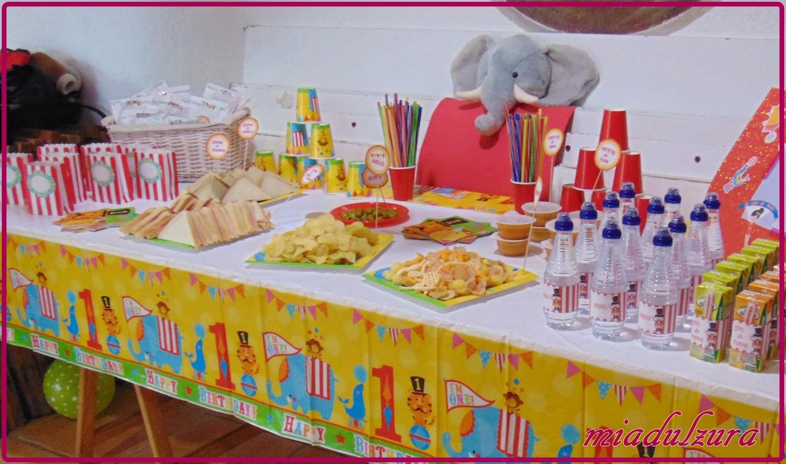 en tema de comida me centre en nios y acompaantes una mesa estaba preparada para los mas peques y la otra para adultos with comida para cumpleaos adulto