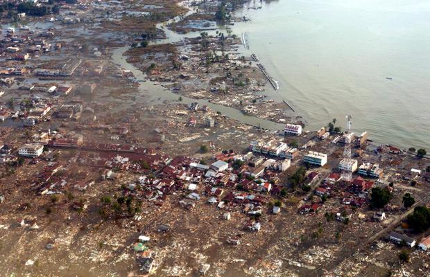 Tsunami Indonesia pada 2004