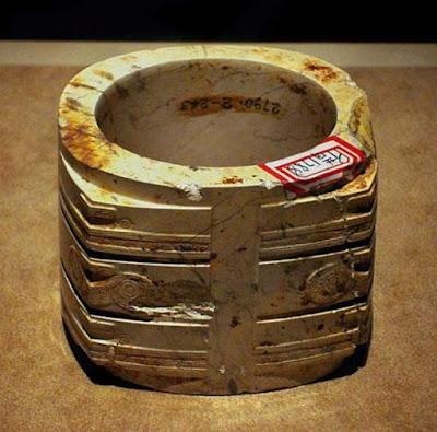 Най-старата напоителна система изглежда е в Китай Jade-cong-from-Liangzhu-culture
