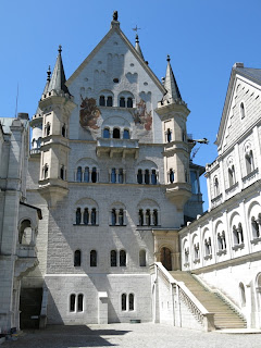 Im Innenhof des Märchenschlosses
