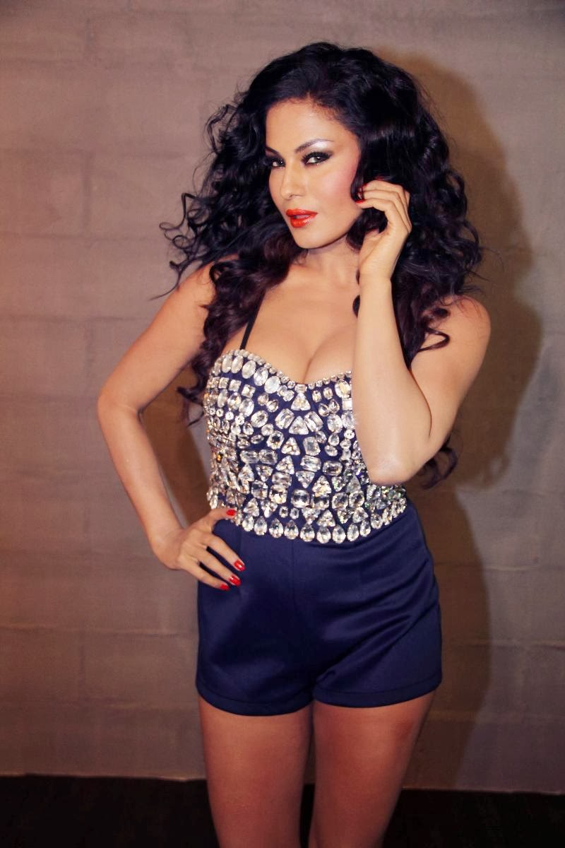 Bold beauty Veena malik latest hot photoshoot gallery