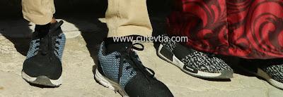 Sepatu Tomkins kami berdua di Museum Topkapi Turki