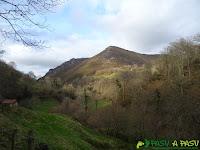 Cerro el Tombu desde el Río Valle, Piloña