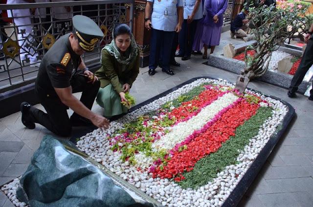 Pangkostrad Ziarah ke Makam Bung Karno di Blitar