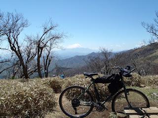 サーリー ロングホールトラッカーによる山岳サイクリング
