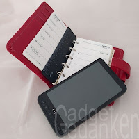 klassischer Filofax und Smartphone