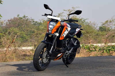 KTM 200 Duke in road