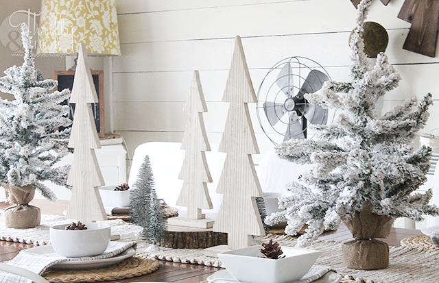 Farmhouse Christmas dining room decor and decorating ideas. Cottage dining room decor. Neutral christmas decorating ideas.