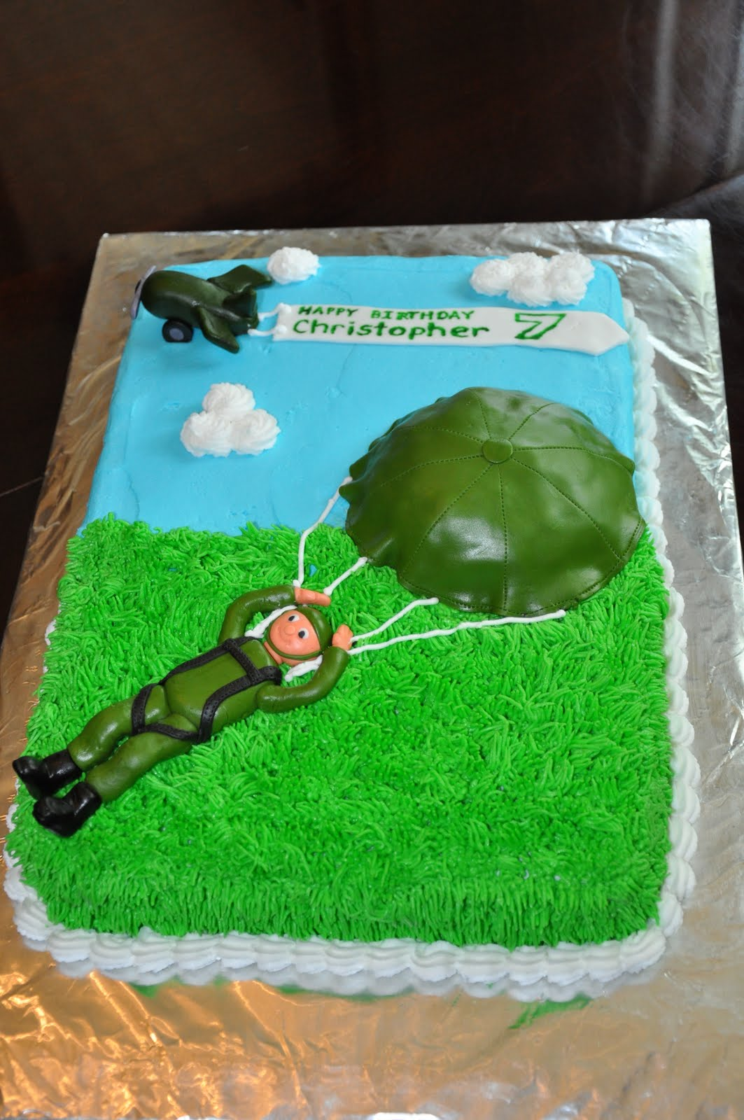 Sweet Cakes Army Paratrooper Cake And Cupcakes