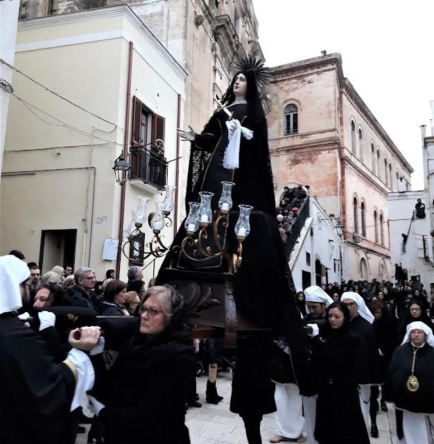 La processione dei Misteri a Castellaneta, la Vergine Addolorata