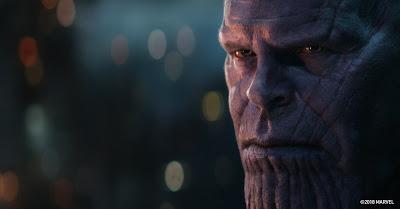 Thanos Mirando Fijamente