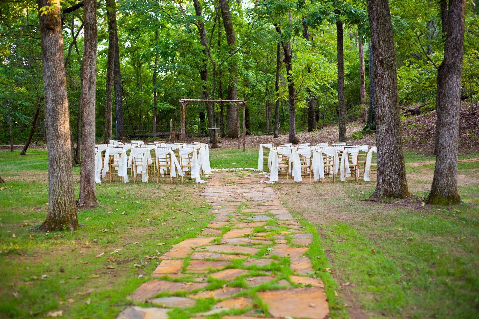 Small wedding ideas tips on how to plan a simple wedding for Small wedding dress ideas