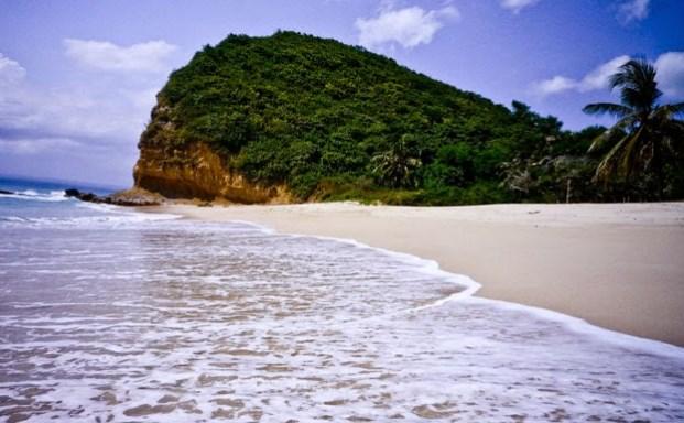 pesona pantai surga lombok timur