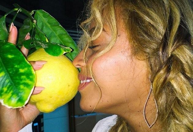 """""""Lemonade"""" de Beyoncé vende 1 millón de copias en Estados Unidos, sin promoción."""